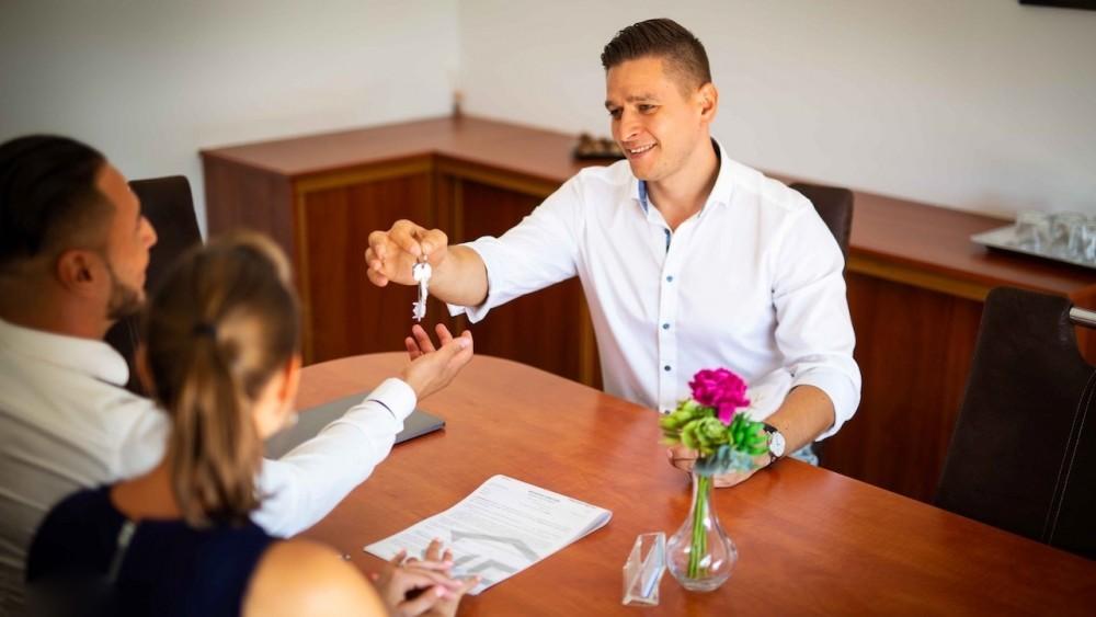 Ingatlanközvetítő állás – Miért jó ingatlanosnak lenni?