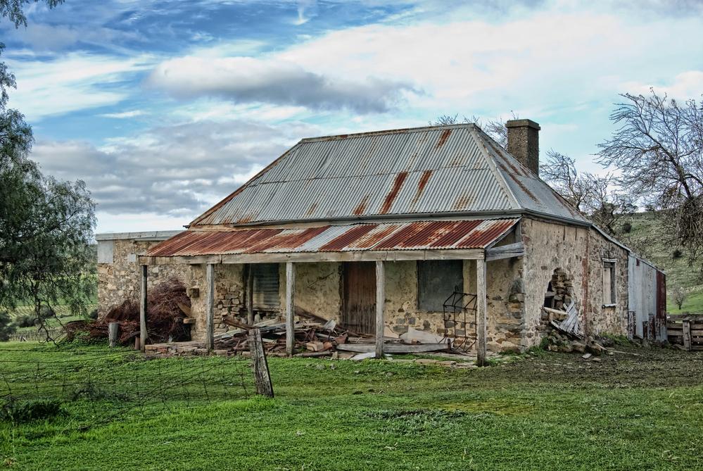 Örökölt ingatlan eladása estén általában nincs értelme a felújításnak. Itt inkább a bontás jelenti a hozzáadott értéket...